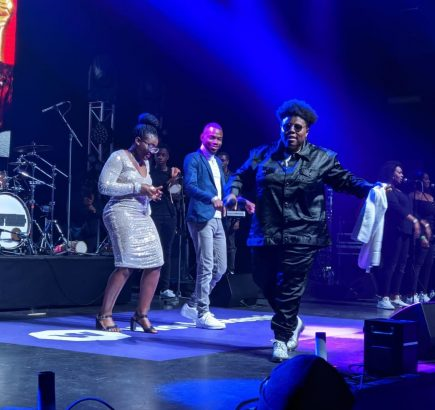 Man Proposes To Girlfriend At Teni Billionaire Concert In London (Watch What Happened)